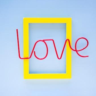 Jasne miłości pisania na ramie