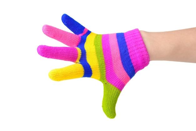 Jasne paski rękawiczki dziecięce na dłoni na białym tle
