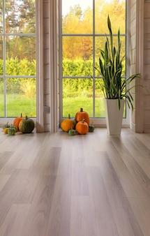 Jasne wnętrze studia fotograficznego z dużym oknem, wysokim sufitem, białą drewnianą podłogą