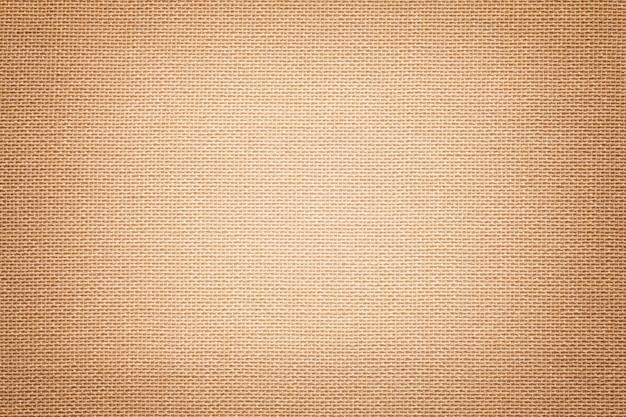 Jasnobrązowy materiał tekstylny z łozinowym wzorem, zbliżenie.