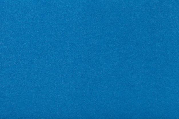Jasnoniebieska matowa zamszowa tkanina. aksamitna tekstura odczuwany tło