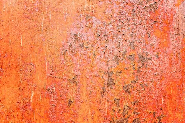 Jasnopomarańczowa zardzewiała blacha żelazna. zbliżenie. tło.
