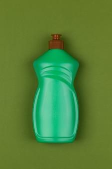 Jasnozielona plastikowa butelka płynu do mycia naczyń