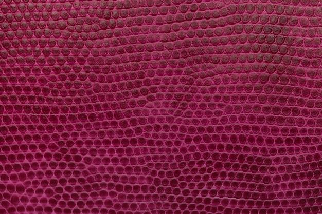 Jasny karmazynowy skórzany tekstura tło. zbliżenie zdjęcie.
