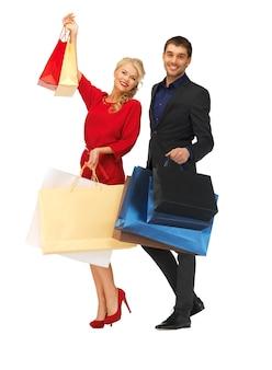 Jasny obraz mężczyzny i kobiety z torbami na zakupy