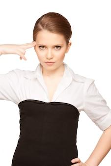 Jasny obraz nieszczęśliwej kobiety pokazujący gest samobójczy
