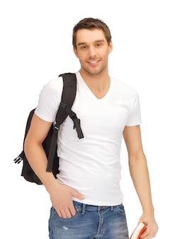 Jasny obraz podróżującego studenta z plecakiem i książką