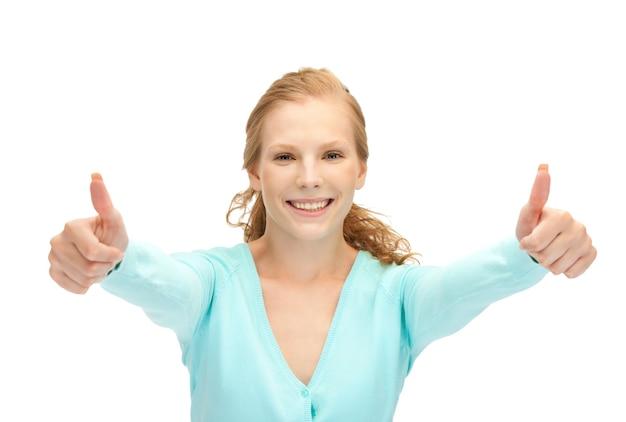 Jasny obrazek nastoletniej dziewczyny z kciukami do góry