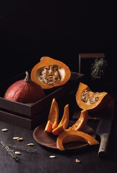 Jasny pomarańczowy dyni. sezonowy koncepcja żywności ekologicznej.