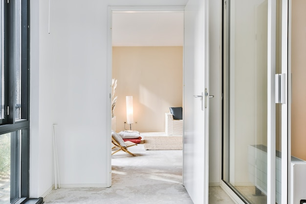 Jasny projekt wnętrza luksusowego domu