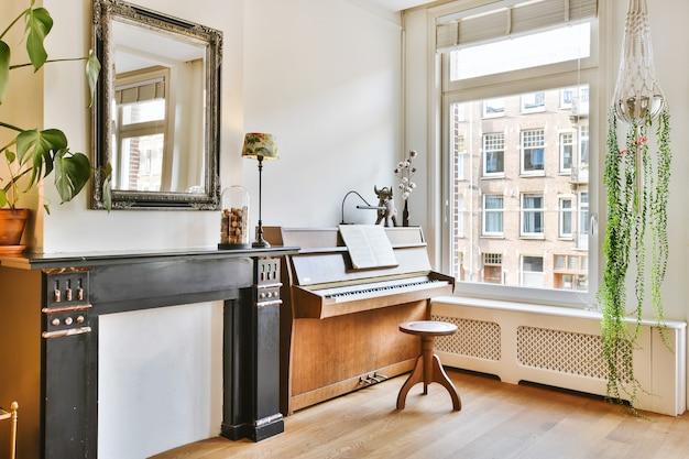 Jasny salon w nowoczesnym luksusowym domu