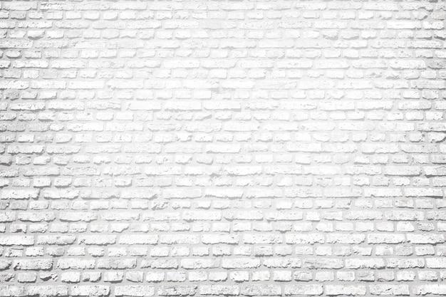 Jasnym tle biały mur z cegły