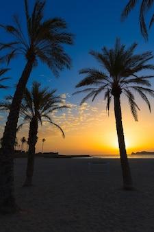 Javea el arenal plażowy wschód słońca śródziemnomorski hiszpania