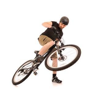 Jazda na rowerze na białym tle