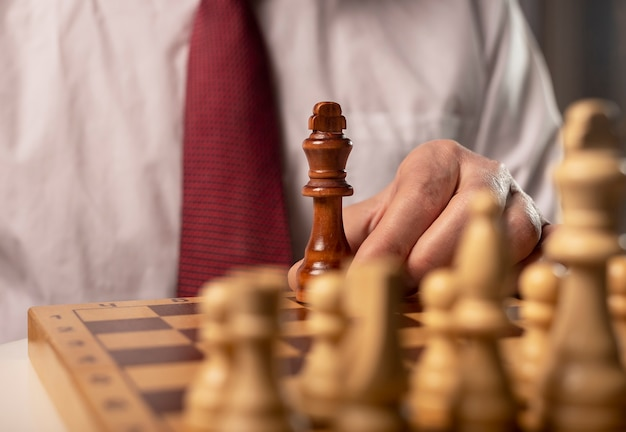 Jeden czarny król przeciwko wielu innym. inaczej niż w przypadku koncepcji monopolu.