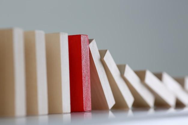 Jeden czerwony blok drewna zwycięzcy loterii