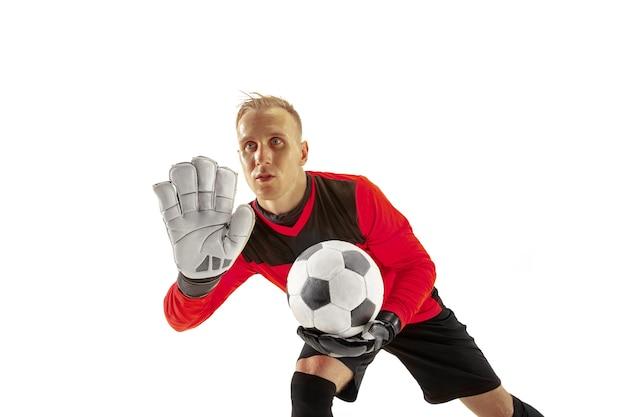 Jeden męski bramkarz piłkarz wskazując od i krzycząc na białym tle. apel do sędziego, rozkaz do obrońców i koncepcja ludzkich emocji
