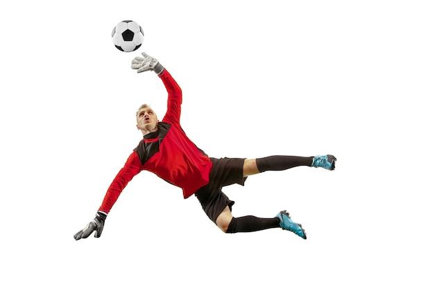 Jeden męski bramkarz piłkarz wskazujący i krzyczący na białym tle