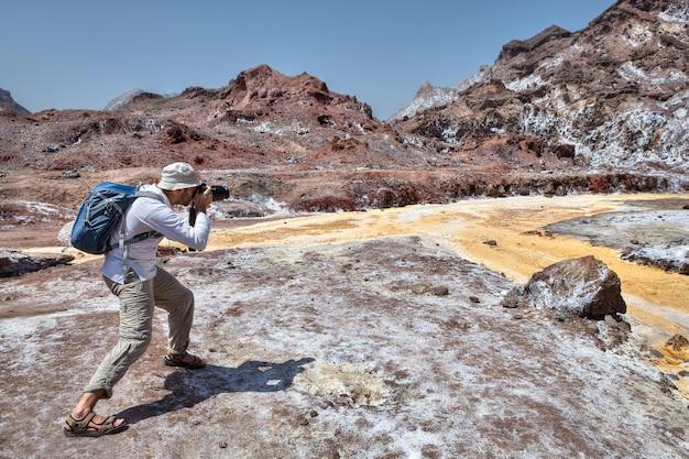 Jeden z fotografów robi zdjęcia przyrody ormuz, hormozgan, iran.