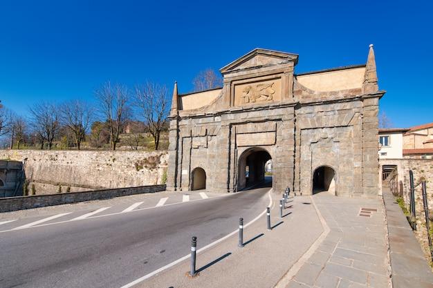 Jedna z czterech bram weneckich murów górnego bergamo