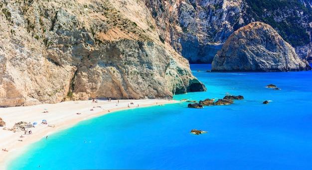 Jedna z najpiękniejszych plaż grecji - porto katsiki na lefkadzie. wyspy jońskie