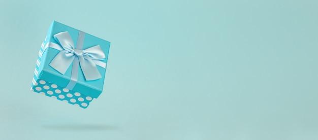 Jedno niebieskie pudełko z kokardą