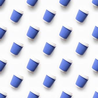 Jednolity wzór papierowych kubków na wynos niebieskiej kawy