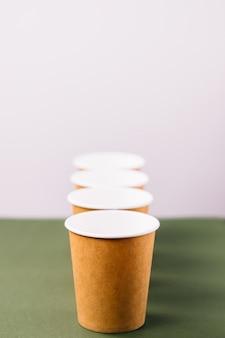 Jednorazowe filiżanki do kawy na wynos