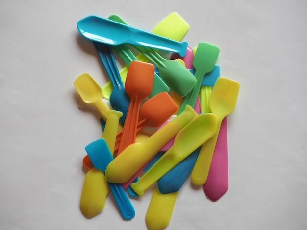 Jednorazowe plastikowe łyżki
