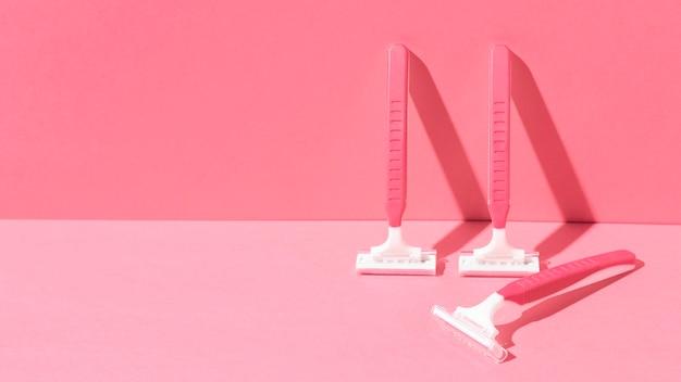 Jednorazowe plastikowe żyletki w kolorze różowym