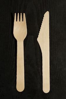 Jednorazowy drewniany widelec i nóż