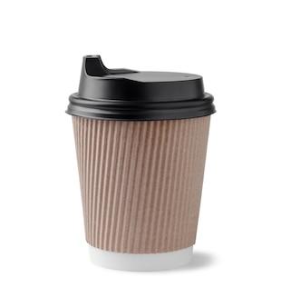 Jednorazowy papierowy kubek do kawy z czarnymi czapkami na białym tle.
