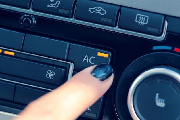 Jednostka sterująca klimatem w nowym samochodzie