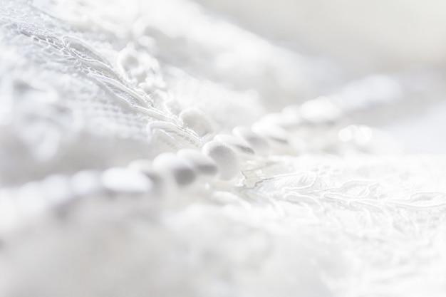 Jedwabna tkanina koronkowa z guzikami