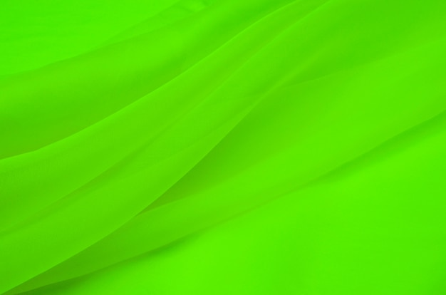 Jedwabna tkanina organza w kolorze zielonym.