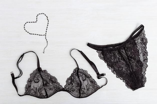 Jedwabny koronkowy stanik i figi dla kobiet. czarny komplet bielizny