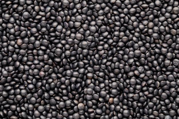Jedzenie i gotowanie tło zdrowej suszonej czarnej soczewicy.