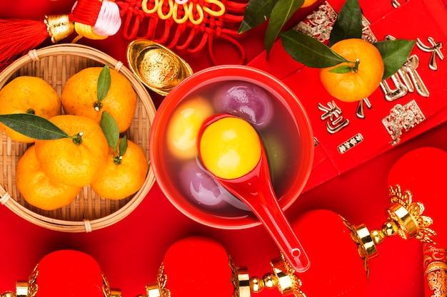 Jedzenie na festiwalu chińskiej latarni tłumaczenie chińskie na jin yuanbao: zadowolona chęć zarabiania pieniędzy