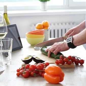 Jedzenie przy stole