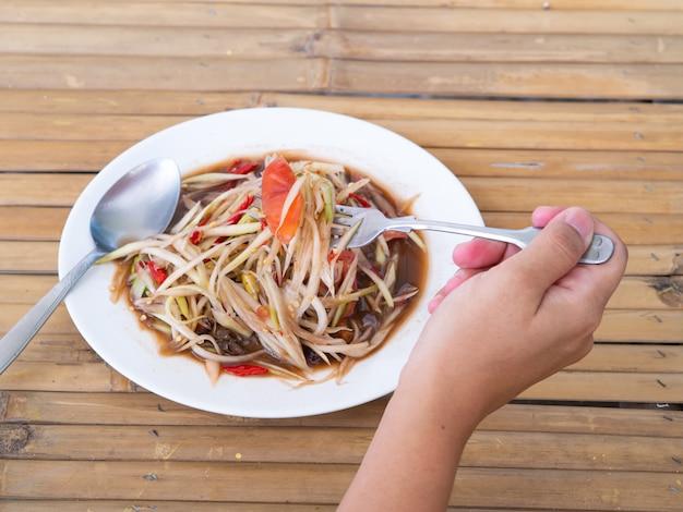Jedzenie sałatki z papai thaifood