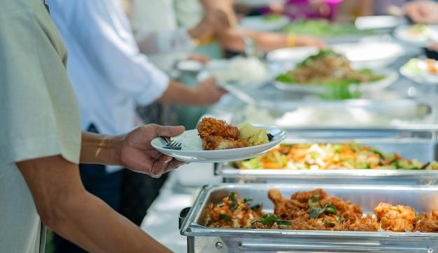Jedzenie w formie bufetu, catering party w restauracji
