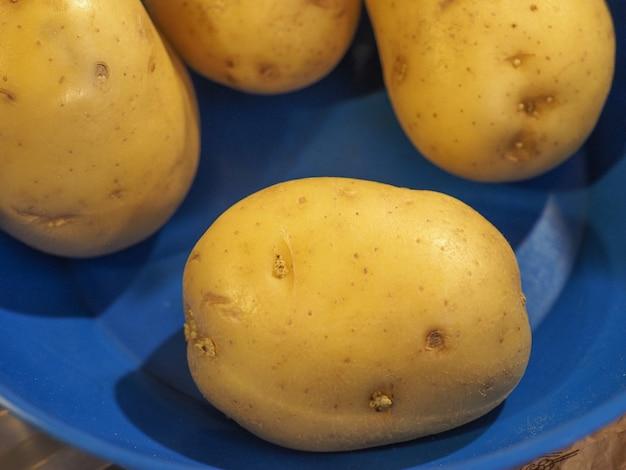 Jedzenie warzyw ziemniaczanych