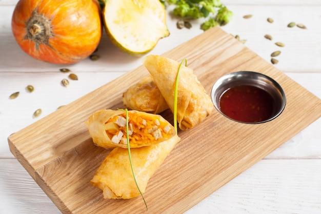 Jedzenie zdrowe przekąski restauracja sezonowe ekologiczne koncepcja gourmet kuchnia