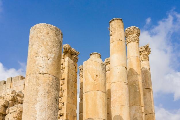 Jerash, gerasa starożytności jest stolicą i największym miastem guberni jerash, która znajduje się na północy jordanii