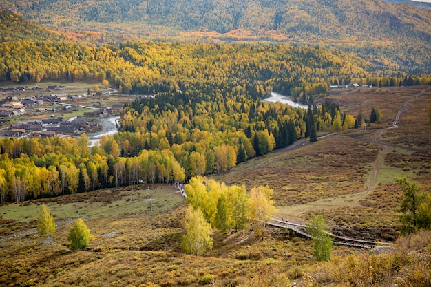 Jesień górski panoramiczny krajobraz
