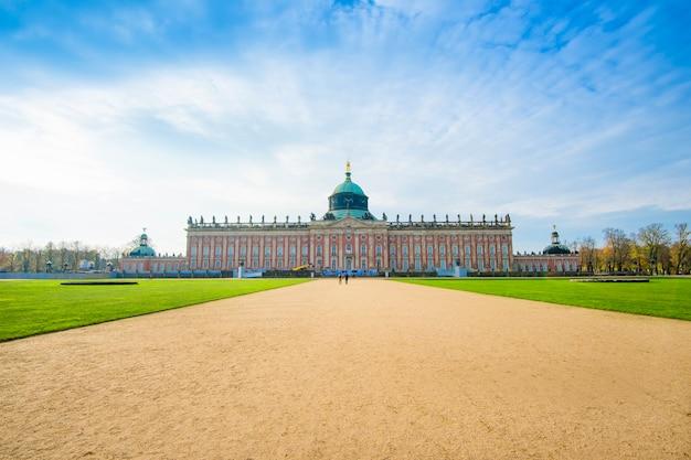 Jesień sanssouci pałac w postdam, niemcy