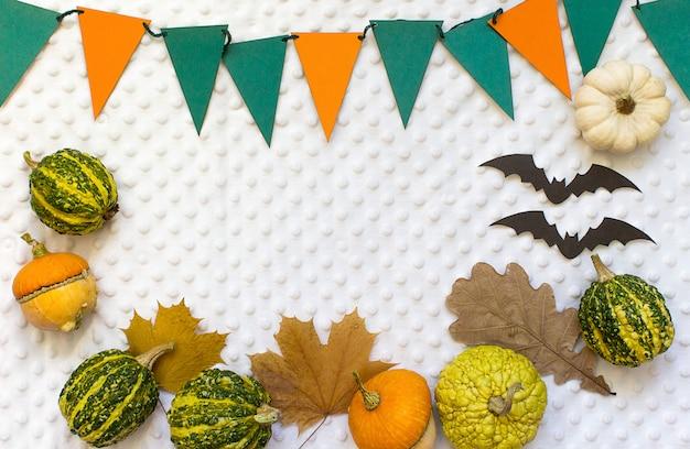 Jesieni halloween banie, biały tło