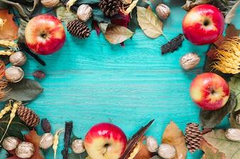 Jesieni jaskrawy drewniany tło z żniwem