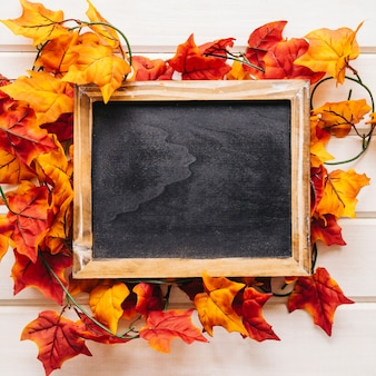 Jesienią dekoracji z łupków na liści jesienią