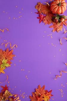 Jesienna dekoracja halloween fioletowy projekt koncepcyjny strona